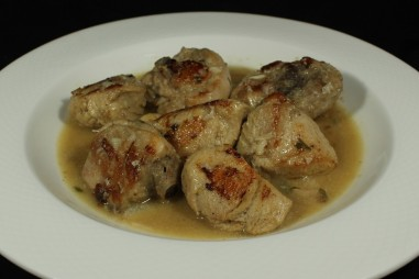 CHICKEN IN TRADITIONAL STYLE SAUCE